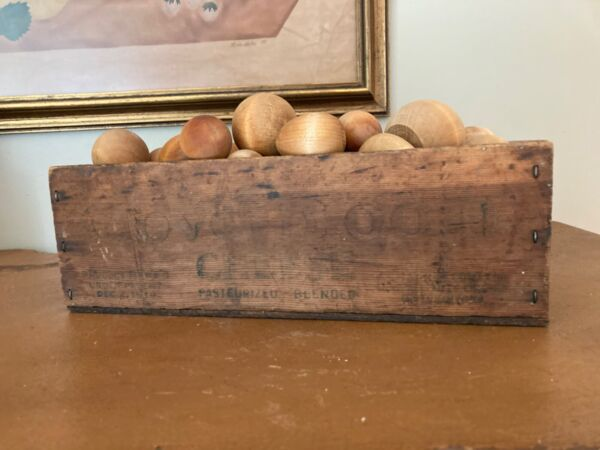 OLD VINTAGE WOODEN CLOVERBLOOM DEC. 12 1919  CHEESE BOX W Wooden Balls Eggs