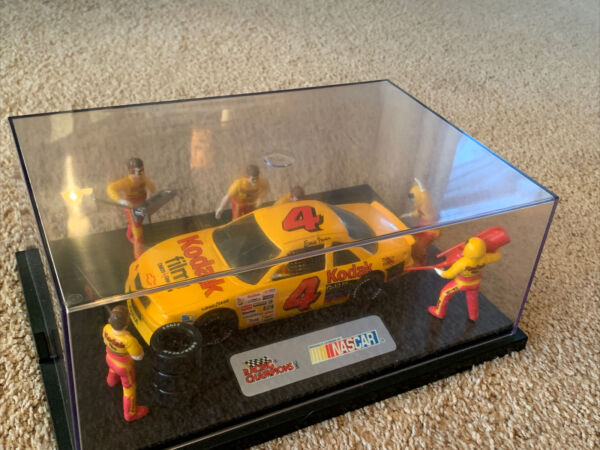 Ernie Irvan 1:24 Die Cast Pit Crew Display NASCAR Racing Champions Kodak Racing