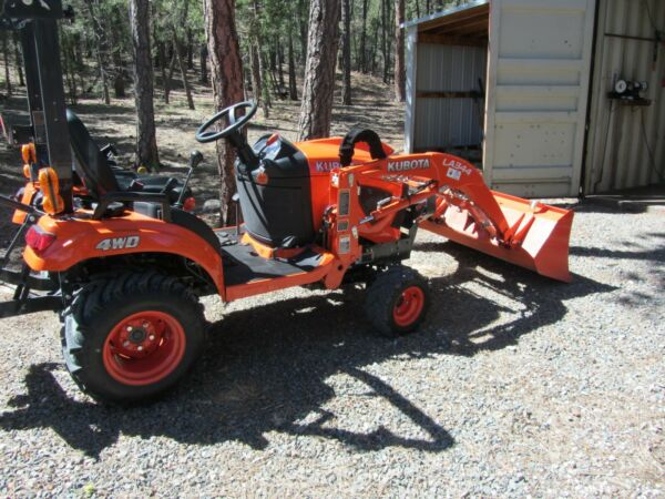 KUBOTA BX1880 TRACTOR 4X4 FRONT END LOADER W REAR 5 FT BLADE VERY LOW HOURS 61 $13000.00