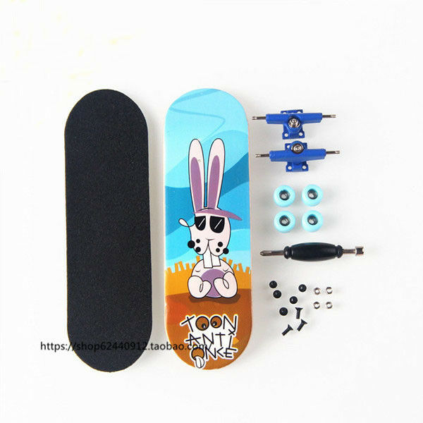 Black Basic Canadian Wood Complete Fingerboard -Box with Bearings and Nuts CM10