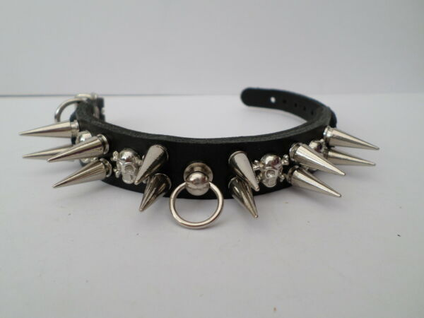small spiked dog collar with 20mm spikes and skulls 20mm wide GBP 13.99