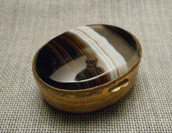 Elegant Antique Edwardian European Polished Banded Agate & Brass Oval Pill Box