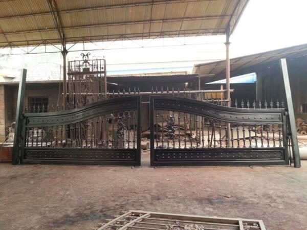 LARGE HAND MADE ESTATE WROUGHT AND CAST IRON DRIVEWAY GATE - DRIVEWAY GATE -DG96