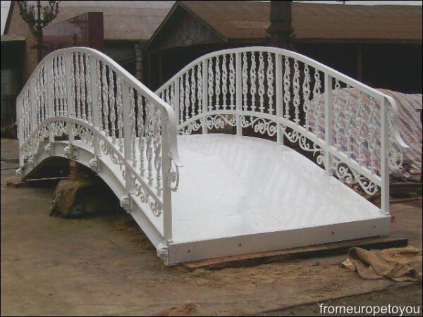 GREAT CAST AND WROUGHT IRON BRIDGE LY126