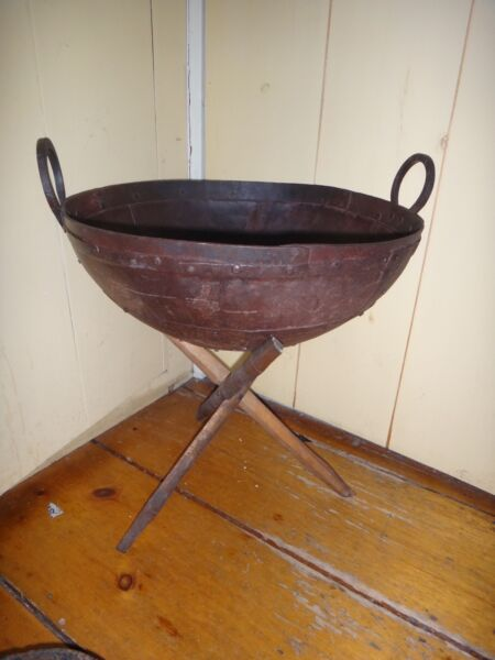 """20"""" Medieval European Cauldron Rivited Wrought Iron Pot Kettle w Stand Not Cast"""