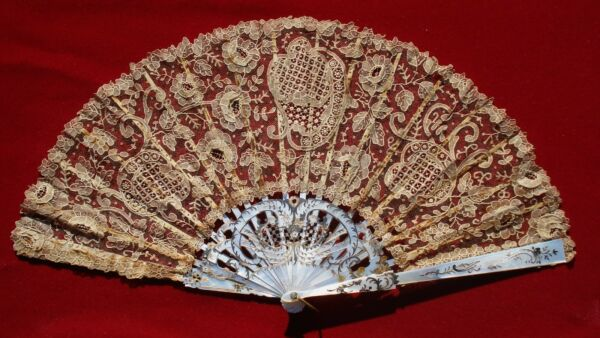 ANTIQUE MOTHER OF PEARL AND LACE HAND FAN IN ORIGINAL BOX