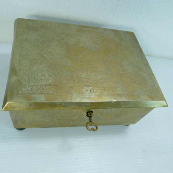 AN ANTIQUEVINTAGE LOVELY BRASS ISLAMIC ? WORKING LOCK & KEY HINGED LIDDED BOX