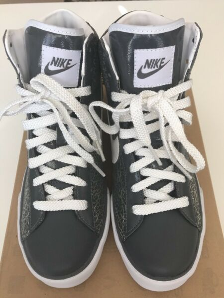NIKE Sweet Classic High Tops Sz US 8.5/UK 6