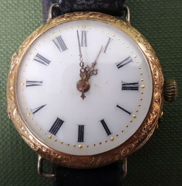 GOLD WATCH OF 14 K FOR LADY. REAR COVER GOLDEN ENAMELLED. XXTH CENTURY. $1000.00