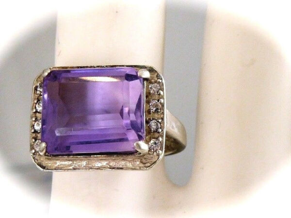 VINTAGE STERLING SILVER GENUINE MINED FACETED EMERALD CUT AMETHYST RING CZS