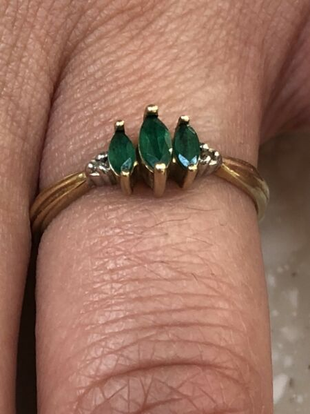 10k solid Yellow Gold 040ct Emerald and Diamond