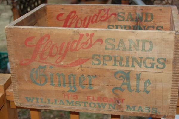 Lloyds Sand Springs Ale Williamstown MASS. Wood Advertising Shipping Crate Box