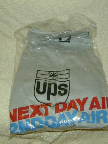 (1) UNITED PARCEL SERVICE UPS NEXT DAY2ND DAY AIR SHIRT EMPLOYEE EXCLUSIVE 80's