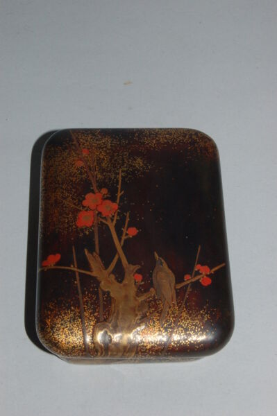 Small lacquer box for incense or cosmetics bird in plum tree Japan Edo period