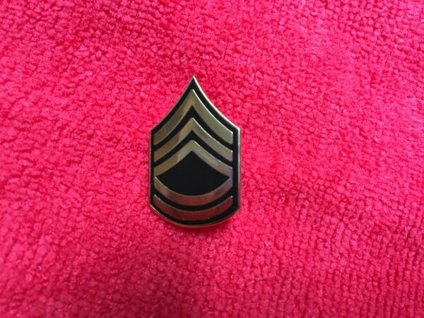 US ARMY SERGEANT FIRST CLASS RANK HAT PIN