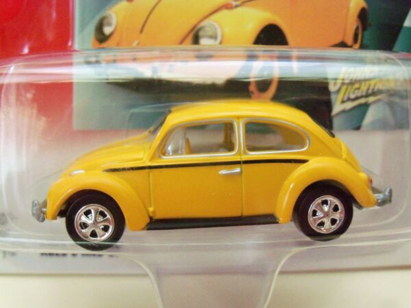 JOHNNY LIGHTNING - VOLKSWAGEN - 1966 VW BEETLE  BUG - 164 DIECAST