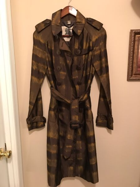 100% Authentic Burberry Coat. Great Condition. Size 4 $249.99