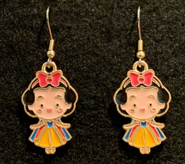 SNOW WHITE EARRINGS Stainless Hook New Princess Disney Fairest of Them All