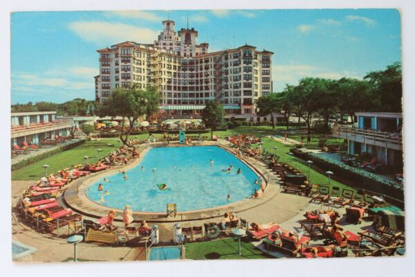 Postcard EDGEWATER BEACH HOTEL SWIMMING POOL CHICAGO ILLINOIS