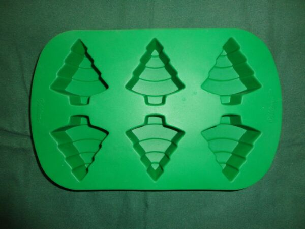 WILTON SILICONE CHRISTMAS TREE - 6 CAVITY MOLD