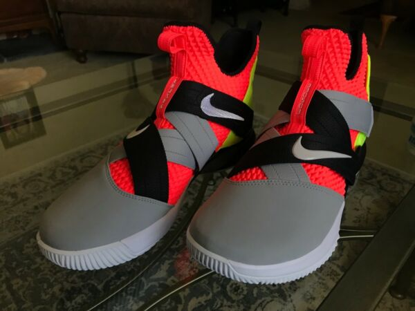 NEW MENS NIKE LEBRON SOLDIER XII SFG SNEAKERS Size: 11.5 US (AO4054-800)