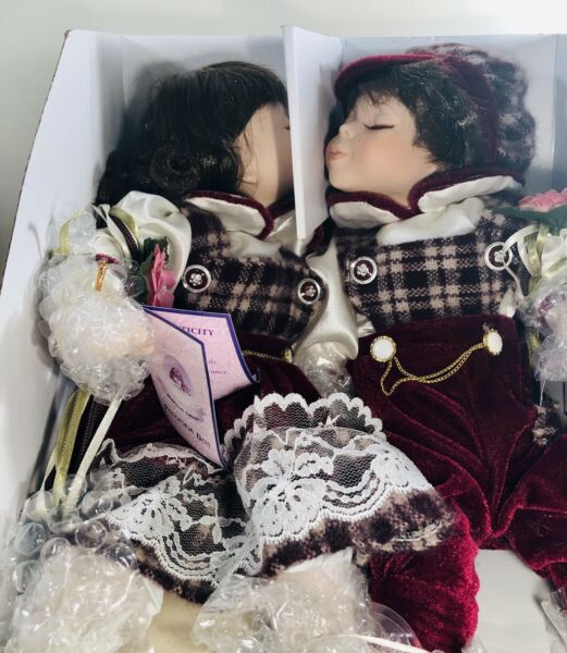 Porcelain Kissing Dolls