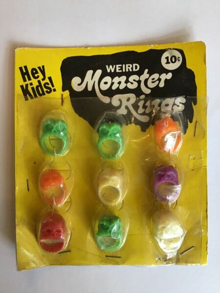 Vintage Vending Maching Display Card 'Weird Monster Rings' Scary Creepy Skull