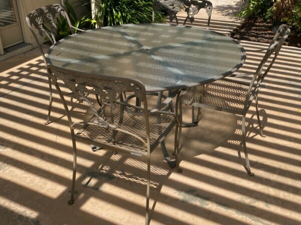 Brown and Jordan Patio Table with Four Chairs Discontinued Model $800.00
