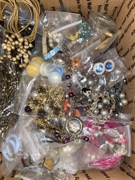 JEWELRY LOT VINTAGE MOD MIXED FULL Medium Priority Box Wearable