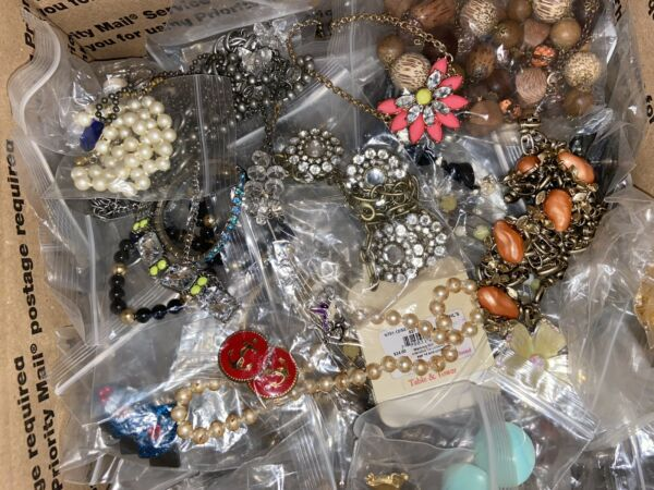 JEWELRY LOT VINTAGE MOD MIXED FULL Large Priority Box Wearable