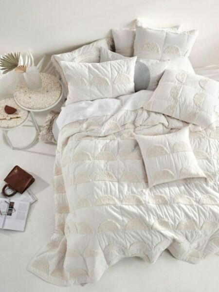 NEW Linen House Moonrise Sugar Bed Cover Queen Quilted Cotton Viole Tufted C $190.00