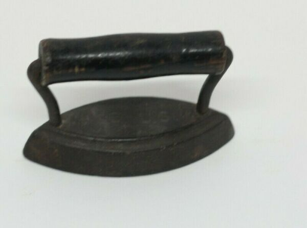 Mini 3.5quot; Inch Antique Iron Great Collector Cast Iron w Wooden Handle USA Made