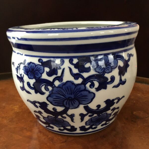 """Chinese Chinoiserie Porcelain Blue amp; White Floral Design Planter 6quot; x 4.5"""" H $22.00"""