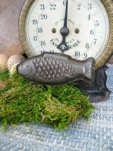 Small Antique One Piece Chocolate Mold Fish