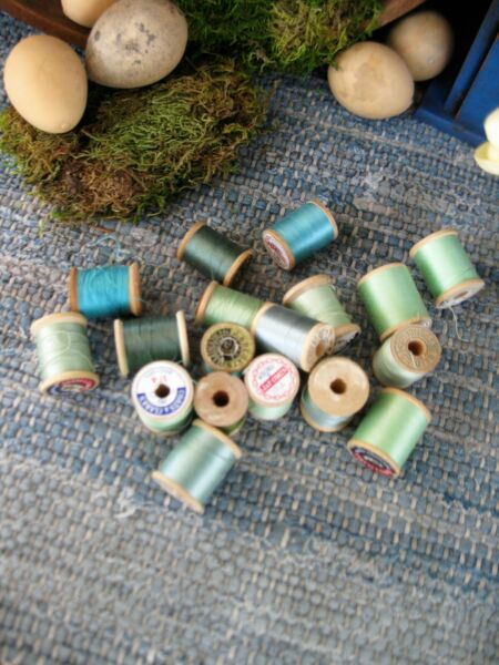 18 Small Antique Wood Spools Green and Blue Thread