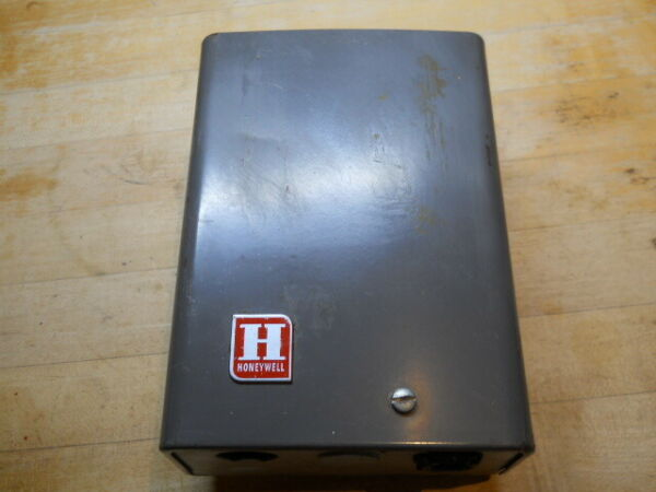 HONEYWELL USA TRIPLE AQUSTAT RELAY TYPE ## L8024E CONTROL for GAS BOILERS $79.00