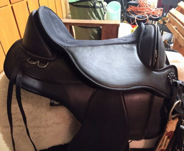 Black Forest Town And Country Echo Synthetic Saddle Black 16 Trail TreelessPad