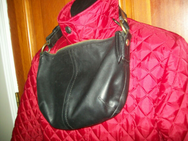 "Coach SOHO HOBO SMALL bag black Leather 11837 11"" long x 8.5"" tall x 2"" wide $24.44"