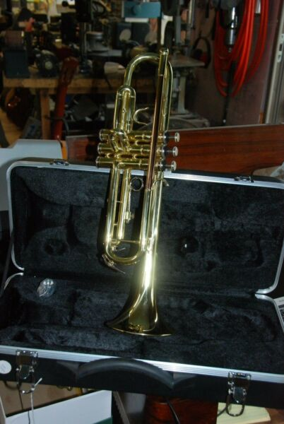 Palatino WI 815 TP Bb Brass Student Trumpet with Case