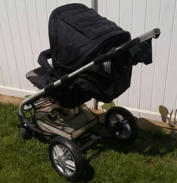 Awsome Condition Mutsy Stroller amp; Bassinet Very Clean With ONE SMALL ISSUE $175.00