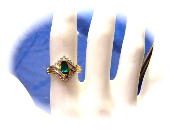 10 K YELLOW GOLD MINED FACETED DIAMONDS W SYNTHETIC EMERALD LADIES RING SZ 6.75