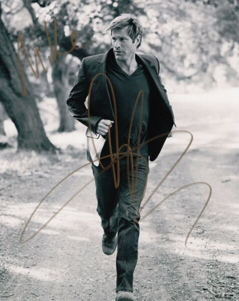 AARON ECKHART HAND SIGNED 8x10 PHOTO      AWESOME ACTOR       BATMAN     TO MIKE