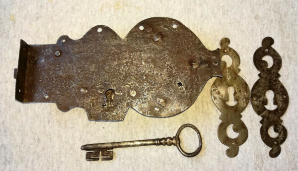ANTIQUE BAROQUE HAND FORGED WROUGHT IRON DOOR HARDWARE LOCK LATCH SKELETON KEY