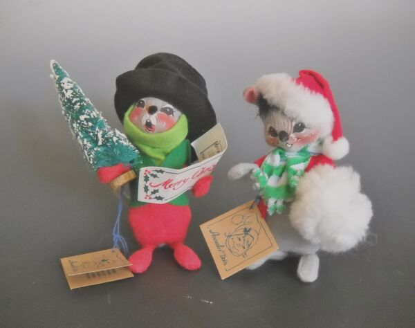Annalee Dolls Set of Two #7740 Snow Buddy Mouse and #7754 Mouse Caroler 1992