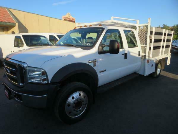 2006 FORD F550 DSL  113213 Miles WHITE CREW CAB STAKE BED W LIFT GATE V8 6.0L (