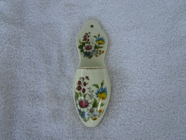 LOVELY~CERAMIC PORCELAIN WALL HANGERFIREPLACE MATCH HOLDER ~WITH FLORAL DECOR!