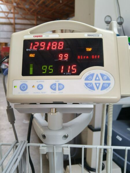 CASMED 740 Vital Signs Monitor W SP02 NIBP TEMP Stand GUARENTE