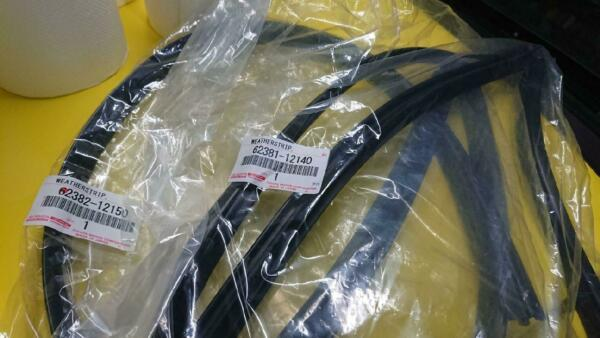 Toyota Corolla AE86 Genuine Roof Side Weatherstrip 62382-12150  62381-12140 FS