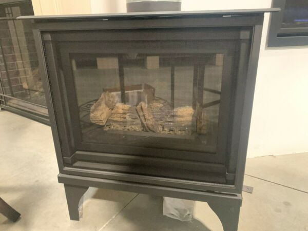 *SHOWROOM* Kozy Heat Oakport 18 - Direct Vent Gas Fireplace Free-Standing Stove.