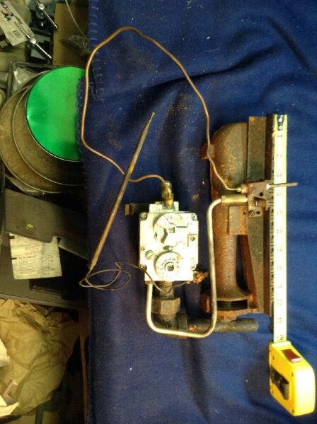 Old Cast Iron RV Furnace Burner W Controlthermostat And Pilot. Unitrol NEAT $15.00